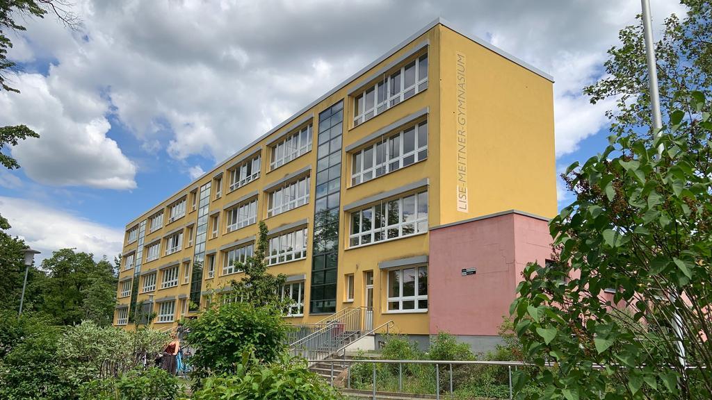 Lise-Meitner-Gymnasium in Falkensee. Hier unterrichtet die Lehrerin