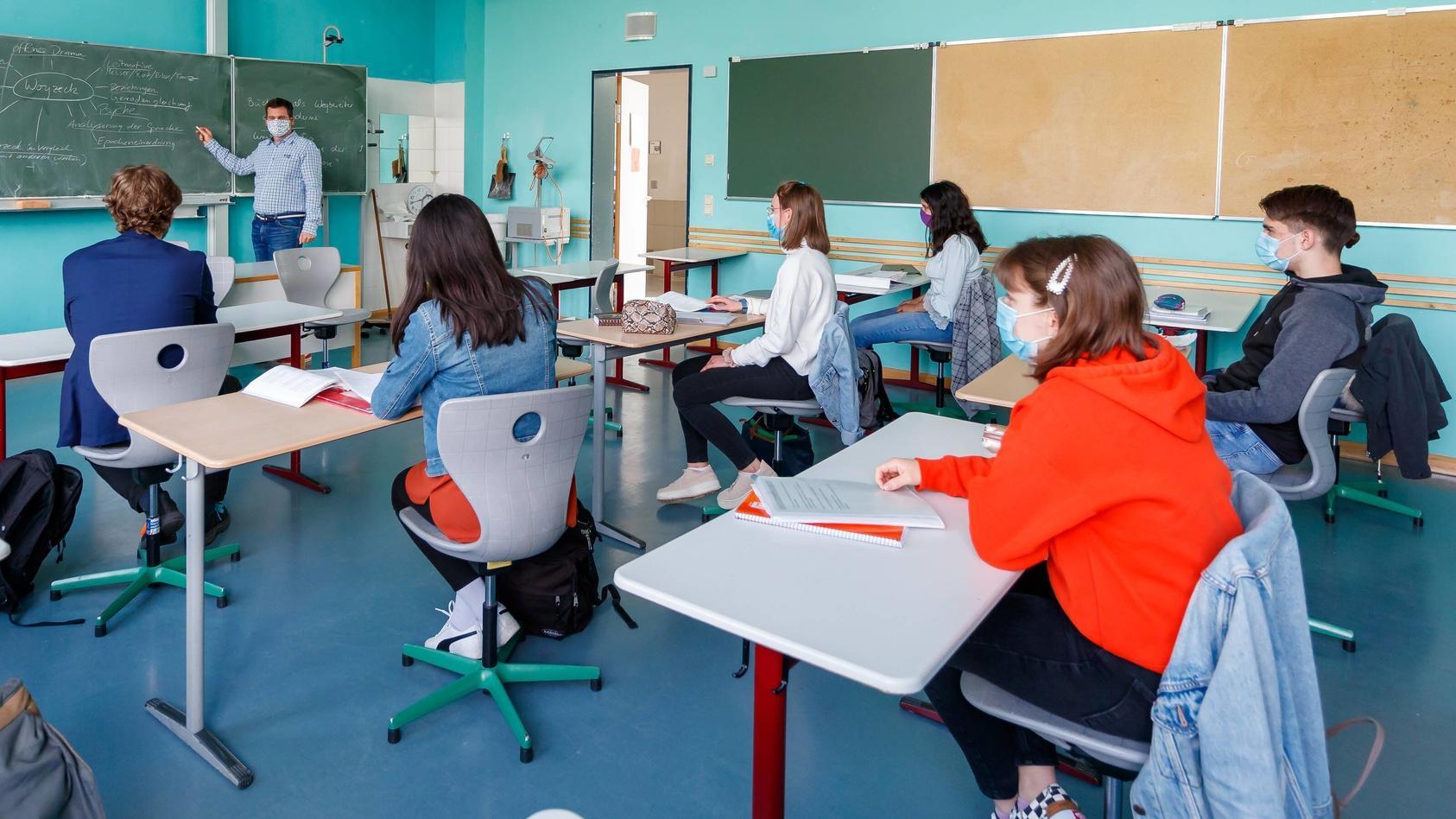 News Themen der Woche KW19 News Bilder des Tages Wiesbaden, Gymnasium, 05.05.2020, Schulalltag in der Corona Zeit, zum U