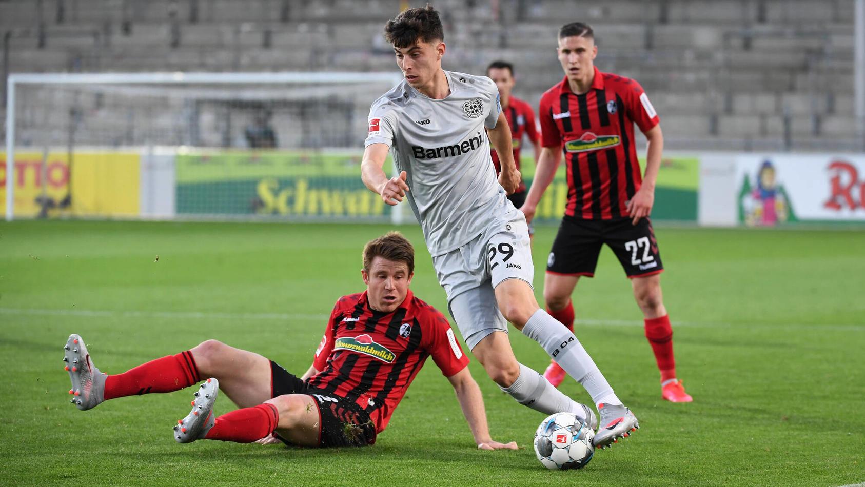 SC Freiburg - Bayer 04 Leverkusen, 29.05.2020 Dominique Heintz (SC Freiburg, l.) gegen Kai Havertz (Leverkusen, r.). Fu