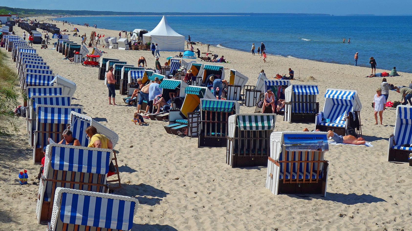 Erster Sonnentag nach der Lockerung in Mecklenburg / Vorpommern nutzten viele Urlauber und Einheimische hier in Zinnowi