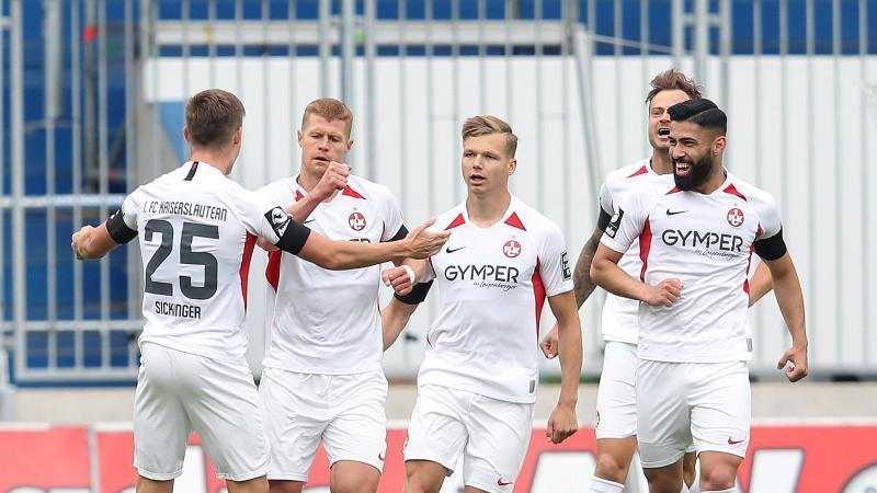 Der 1. FC Kaiserslautern feierte im Abstiegskampf einen wichtigen Sieg. Foto: Ronny Hartmann/dpa