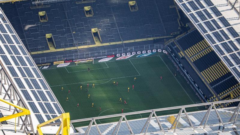 Die Fußball-Bundesliga könnte laut einem Bericht ab September in die neue Saison starten. Foto: Marcel Kusch/dpa