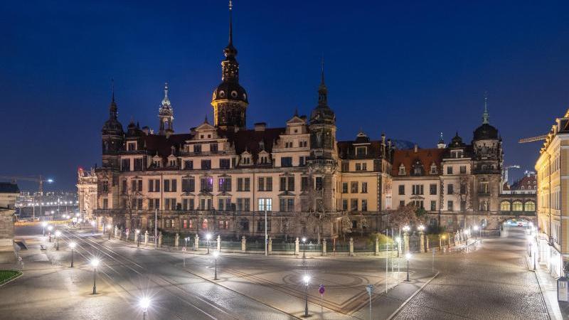 Blick auf das Residenzschloss in Dresden am Abend. Foto: Robert Michael/dpa-Zentralbild/dpa/Archivbild