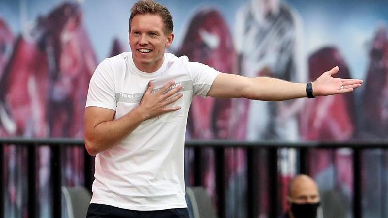 Julian Nagelsmann, Trainer von Leipzig, gestikuliert am Spielfeldrand. Foto: Alexander Hassenstein/Getty Images Europe/Pool/dpa