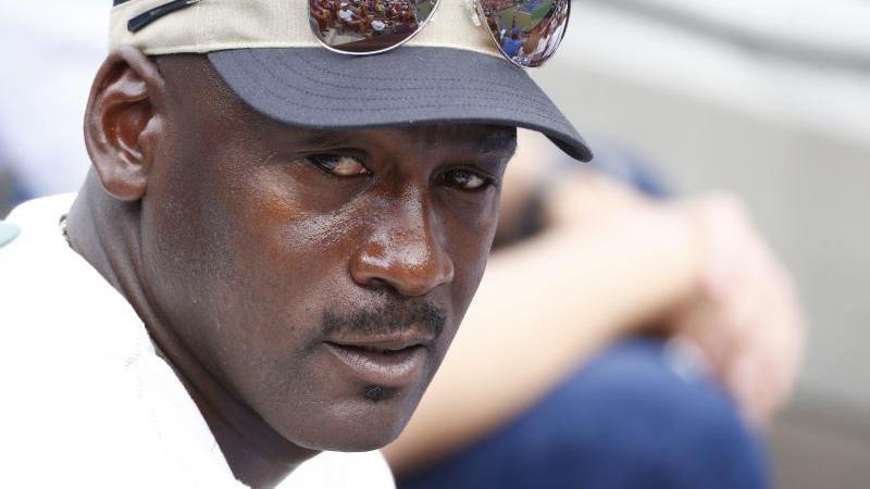 Auch Michael Jordan sprach der Familie des nach einem Poilizeieinsatz gestorbenen Afroamerikaners George Floyd sein Mitgefühl aus. Foto: Andrew Gombert/EPA/dpa