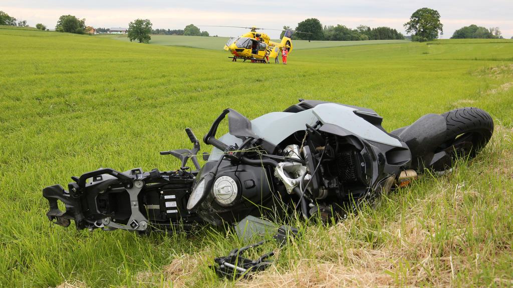 Bachelor Sebastian Preuss verunglückt schwer mit seinem Motorrad  und muss mit dem Rettungshubschrauber in eine Klinik geflogen werden.