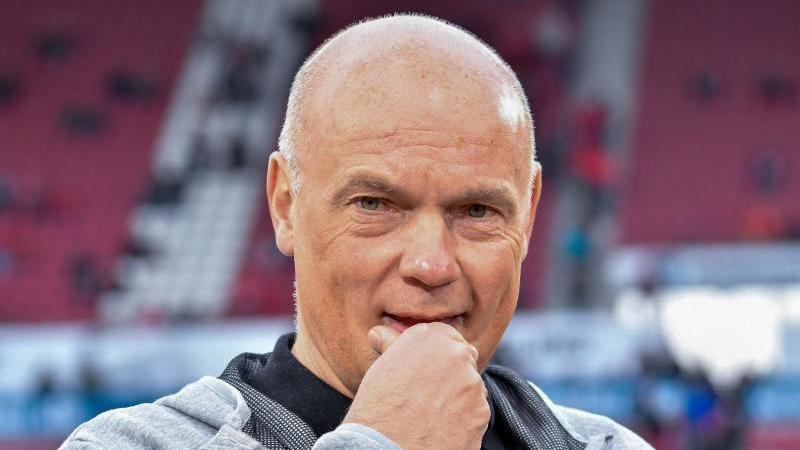 Düsseldorfs Trainer Uwe Rösler schaut in die Kamera. Foto: Torsten Silz/dpa