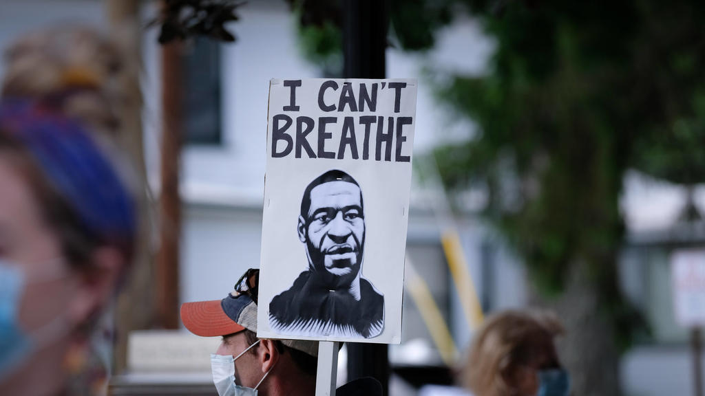 May 31, 2020, Milford, Pennsylvania, United States: George Floyd, I can t breath placard during a vigil for George Floyd held in Pennsylvania..White police officer, Derek Chauvin, knelt on George Floyd s neck leading to his death during an arrest in