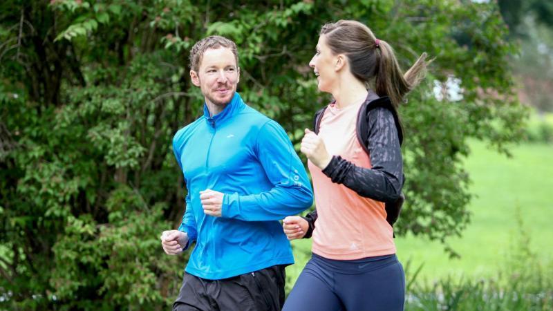 Regelmäßige Bewegung senkt das Risiko, an Krebs zu erkranken. Foto: Christin Klose/dpa-tmn