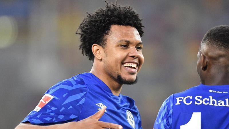Schalkes Weston McKennie lächelt. Foto: Martin Meissner/AP-Pool/dpa