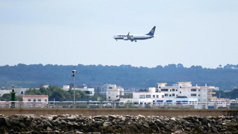 Endlich wieder nach Mallorca? Die Bundesregierung hebt die Reisewarnung für 29 Länder auf. Foto: Andrea Warnecke/dpa-tmn
