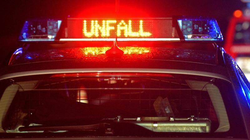 Polizei Blaulicht bei Unfallaufnahme. Foto: Stefan Puchner/dpa/Symbolbild