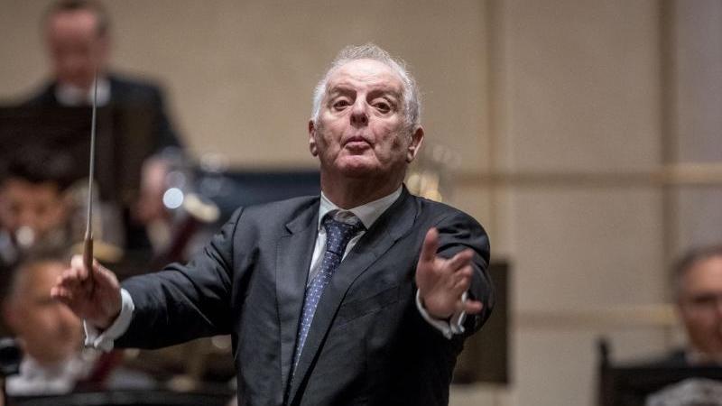 Daniel Barenboim spielte im Goldenen Saal des Musikvereins mit den Wiener Philharmonikern ein Klavierkonzert von Mozart. Foto: Michael Kappeler/dpa