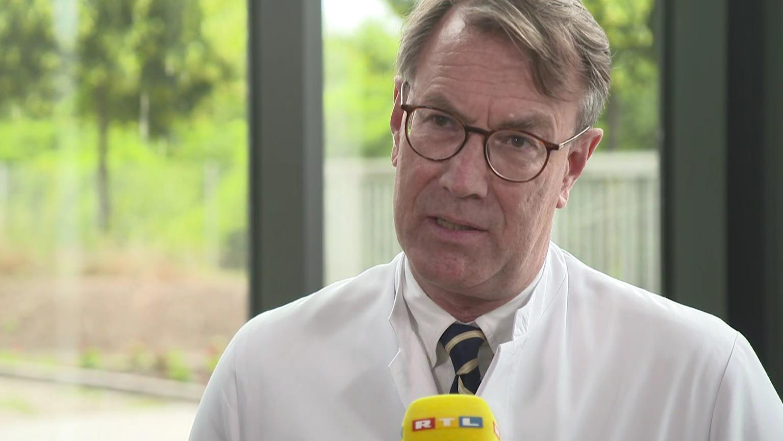 Dr. Georg-Christian Zinn, Direktor des Hygienezentrums Bioscientia erklärt die aktuelle Blutgruppen-Studie.