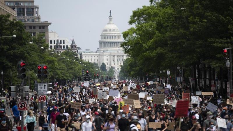 Zehntausende haben in den USA friedlichgegen Rassismus demonstriert. Foto: Liu Jie/XinHua/dpa
