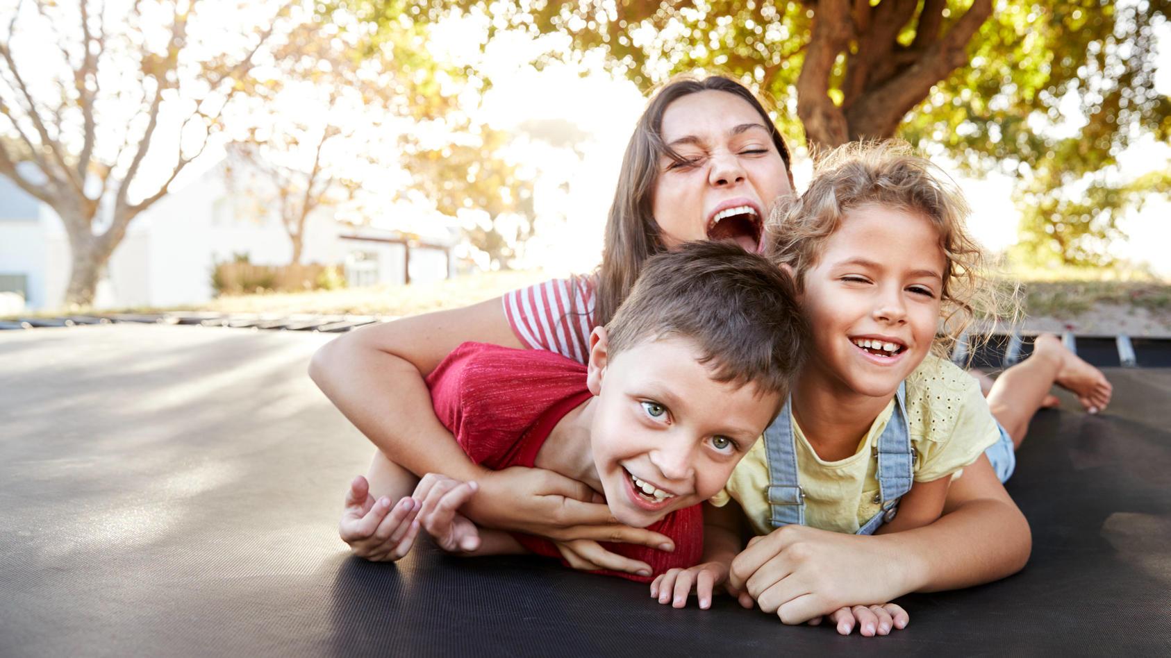 Spaß auf Trampolin und Co: Diese Outdoor-Spielzeuge lieben Kinder im Sommer.
