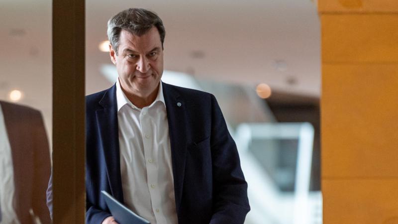 Markus Söder (CSU), Ministerpräsident von Bayern, kommt zu Beginn einer Kabinettssitzung in den Kuppelsaal der Bayerischen Staatskanzlei. Foto: Peter Kneffel/dpa