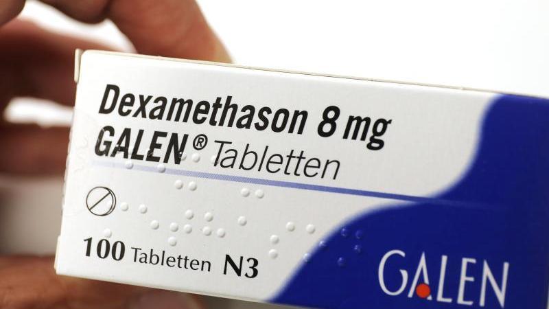 Dexamethason könnte einer Studie zufolge zwar die Sterberate bei schweren Covid-19-Verläufen senken - prophylaktisch sollte man das Medikament aber keinesfalls einnehmen. Foto: Oliver Berg/dpa/dpa-tmn