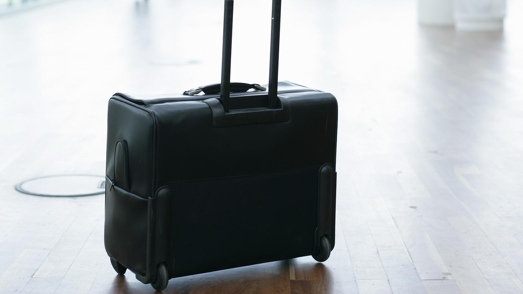Ein 11-Jähriger fand einen Koffer und wollte ihn zum Besitzer zurückbringen. (Symbolbild)