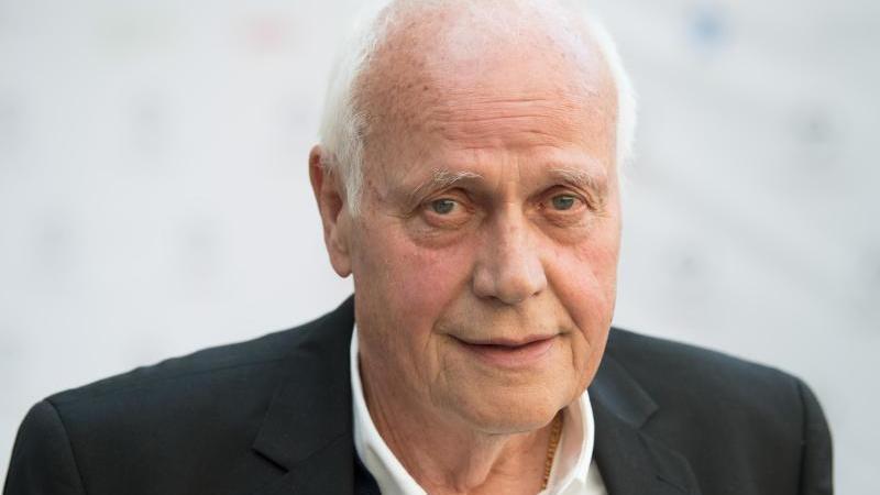 Otto Pfister, früherer Trainer und Fußball-Weltenbummler. Foto: Soeren Stache/dpa/Archivbild
