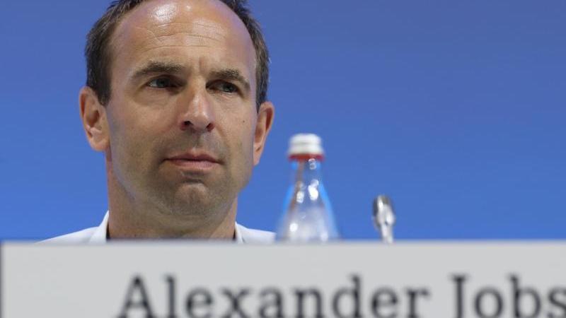 Alexander Jobst, Vorstand Marketing und Kommunikation des Fußball-Bundesligisten Schalke 04. Foto: Tim Rehbein/dpa/Archivbild