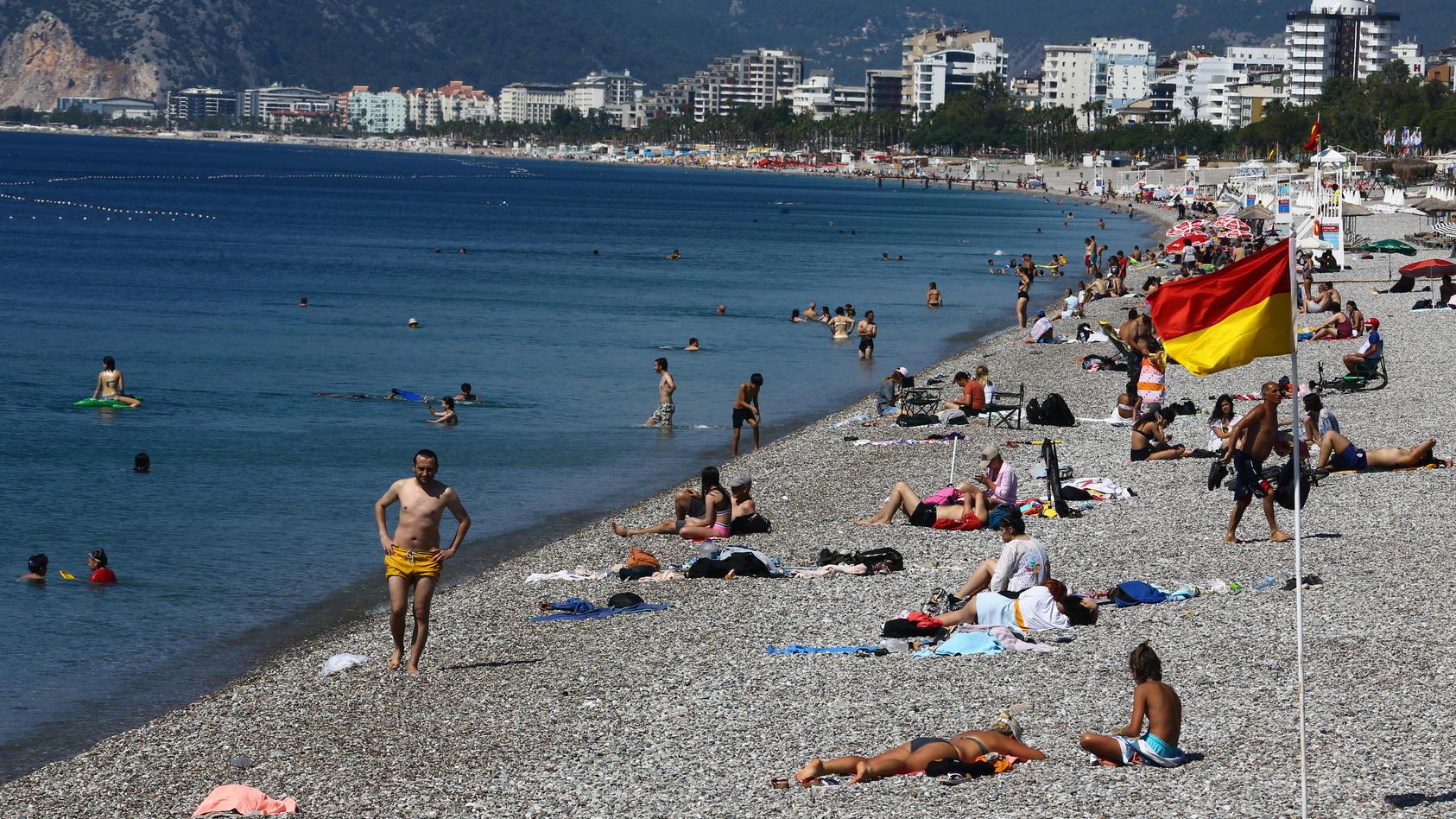 Am Strand in Antalya könnten bald wieder mehr deutsche Touristen liegen.