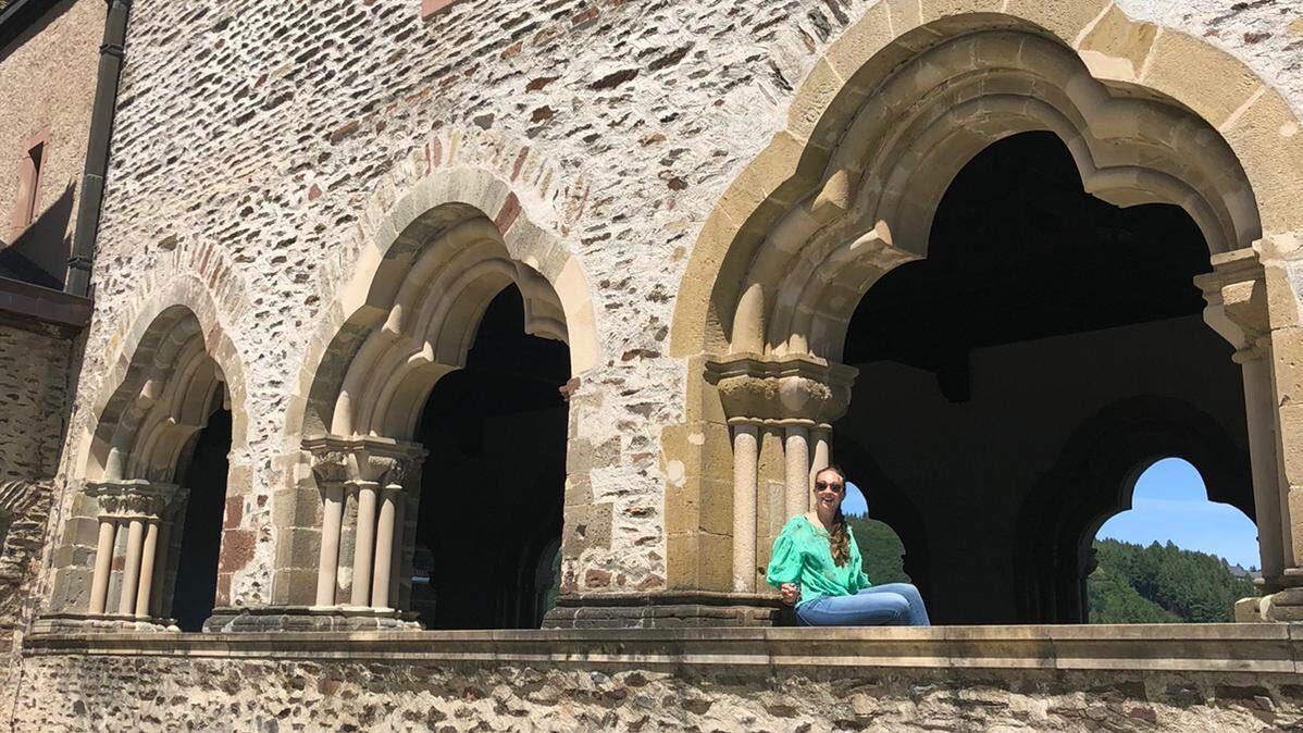 Im Château de Vianden in Luxemburg: Reisen müssen nicht immer weit weg führen, findet unsere Autorin neuerdings.