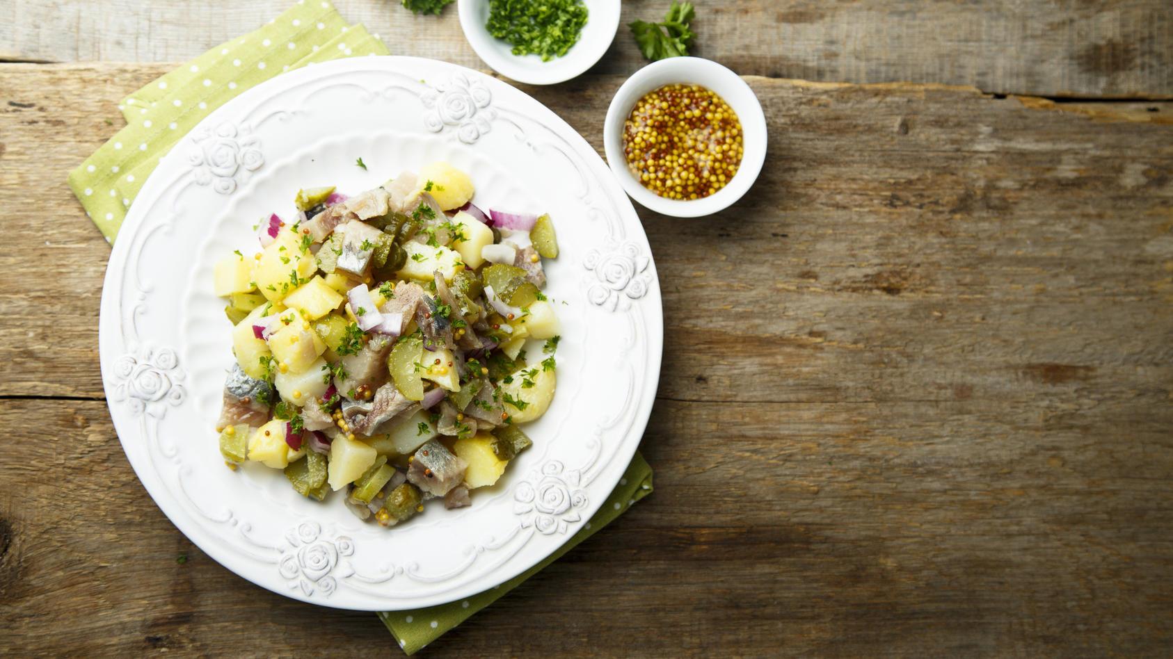 Frischer Kartoffel-Gurken-Salat mit Apfel. (Symbolbild)