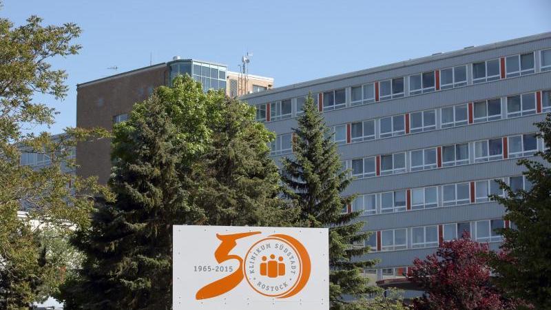Das Klinikum Südstadt Rostock. Foto: Bernd Wüstneck/dpa-Zentralbild/dpa/Archivbild