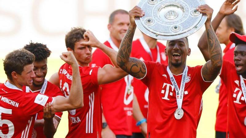 Thomas Müller (l) blühte unter Trainer Hansi Flick förmlich neu bei den Bayern auf. Foto: Kai Pfaffenbach/Reuters-Pool/dpa