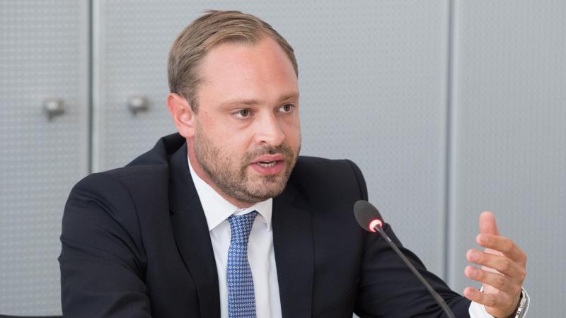 Alexander Dierks, CDU-Generalsekretär in Sachsen, spricht auf einer Pressekonferenz. Foto: Sebastian Kahnert/dpa-Zentralbild/dpa