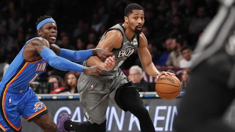 Spencer Dinwiddie (r) von den Brooklyn Nets im Duell mit Dennis Schröder. Foto: Kathy Willens/AP/dpa