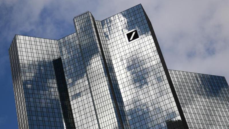 Auch die Deutsche Bank gehört zu den 16 Akteuren, die per Selbstverpflichtung ihre Angebote in Einklang mit den Zielen des Pariser Klimaabkommens ausrichten wollen. Foto: Arne Dedert/dpa