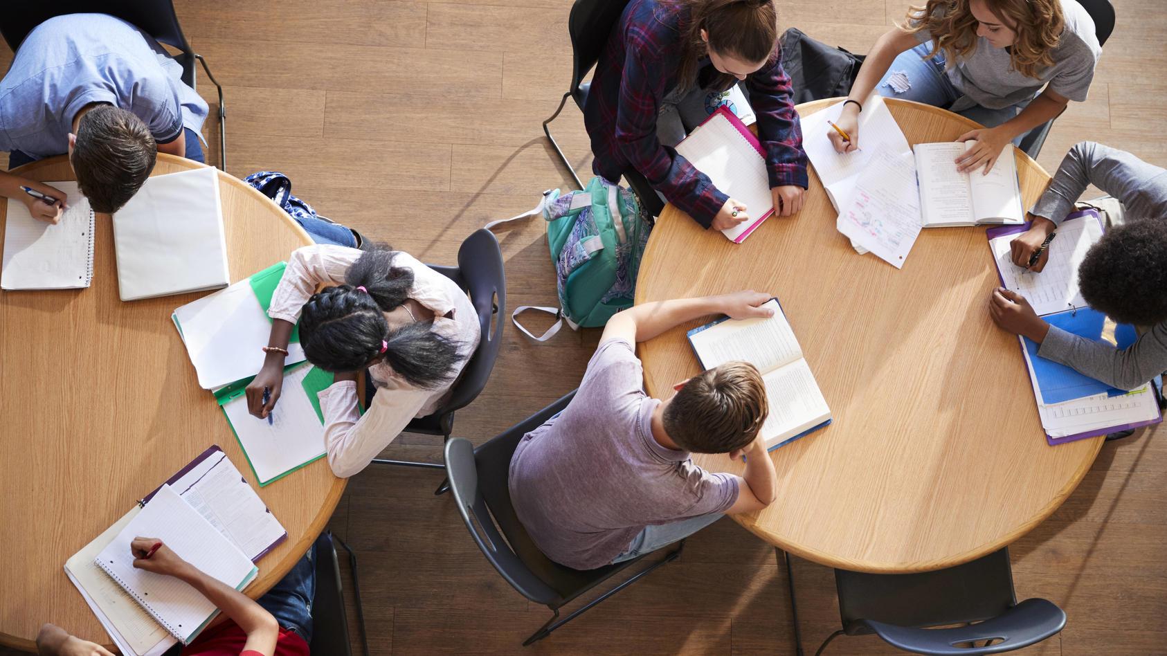 schule,hausaufgaben,gruppenarbeit *** school,homework,teamwork mmq-vw7,model released, Symbolfoto