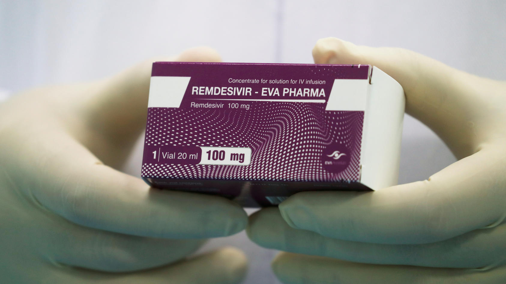 Remdesivir  wird vom Pharmakonzern Gilead produziert.