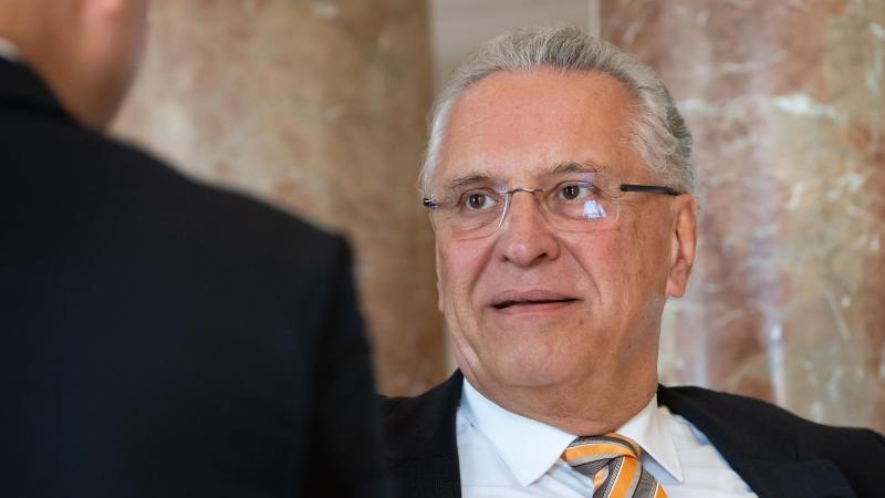 Joachim Herrmann (CSU), Innenminister von Bayern, nimmt an einer Sitzung teil. Foto: Sven Hoppe/dpa-Pool/dpa
