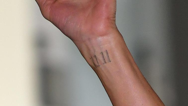 """Seit 2018 steht """"11 11 """" auf Jennifer Anistons Handgelenk."""