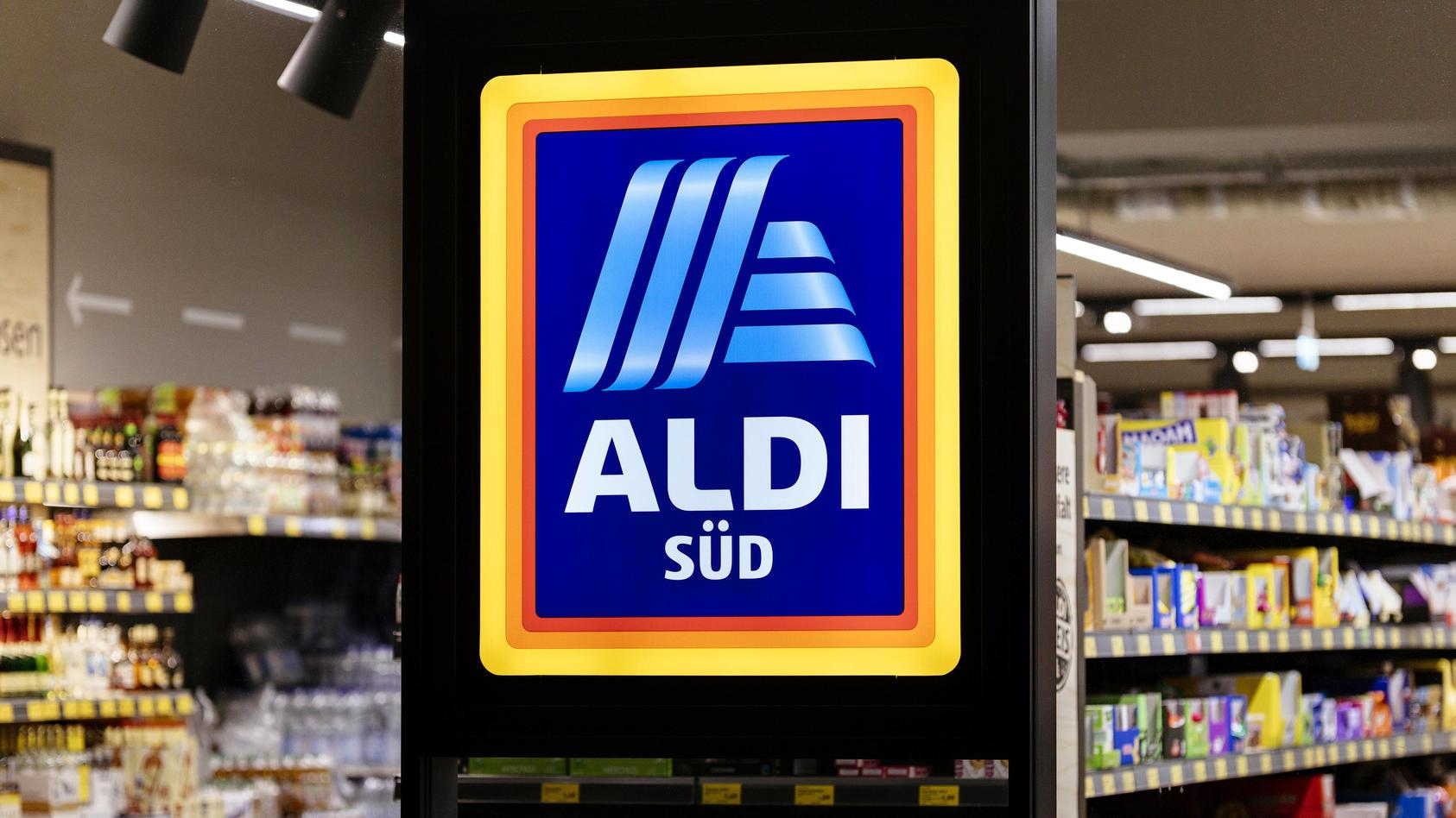 Eine Filiale von Aldi Süd auf der Luxemburger Straße. Köln, 04.04.2020 *** A branch of Aldi Süd on the Luxemburger Straß