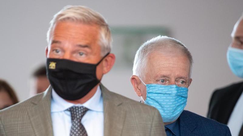 Thomas Strobl (CDU, l) und Fritz Kuhn (Grüne). Foto: Sebastian Gollnow/dpa