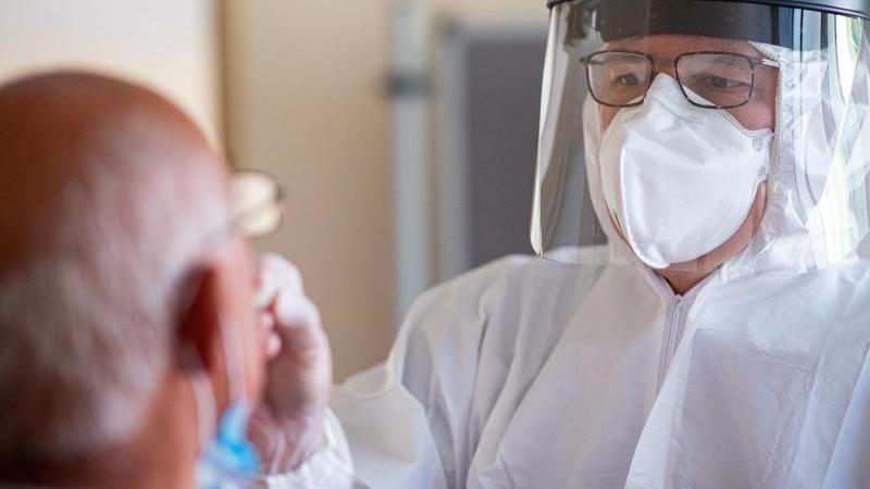 Coronavirus-Test. Foto: Guido Kirchner/dpa