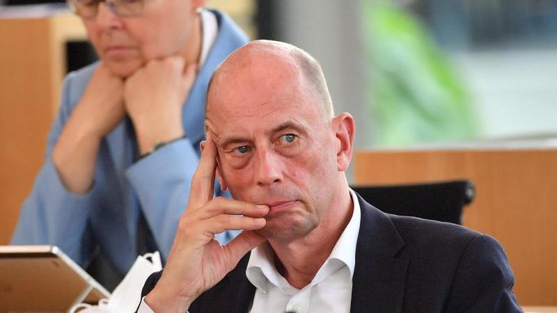 Thüringens Wirtschaftsminister Wolfgang Tiefensee (SPD). Foto: Martin Schutt/dpa-Zentralbild/dpa/Archivbild