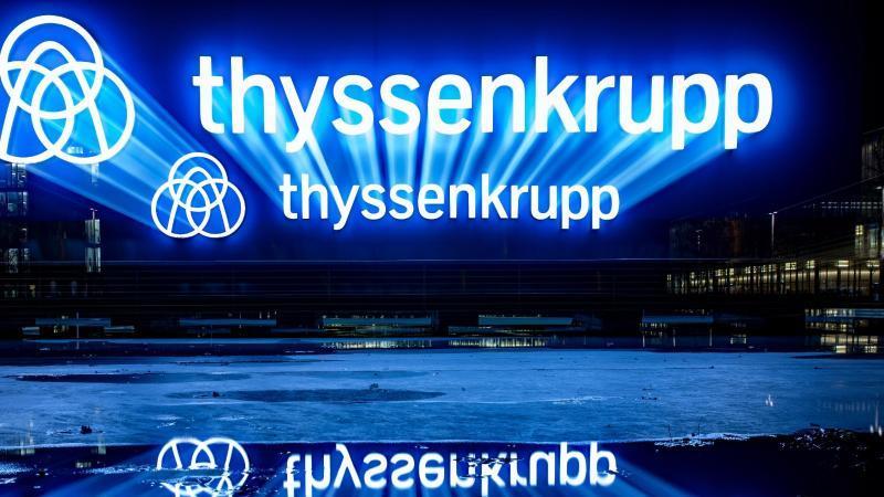 Das Logo von ThyssenKrupp. Foto: Marcel Kusch/dpa/Archivbild