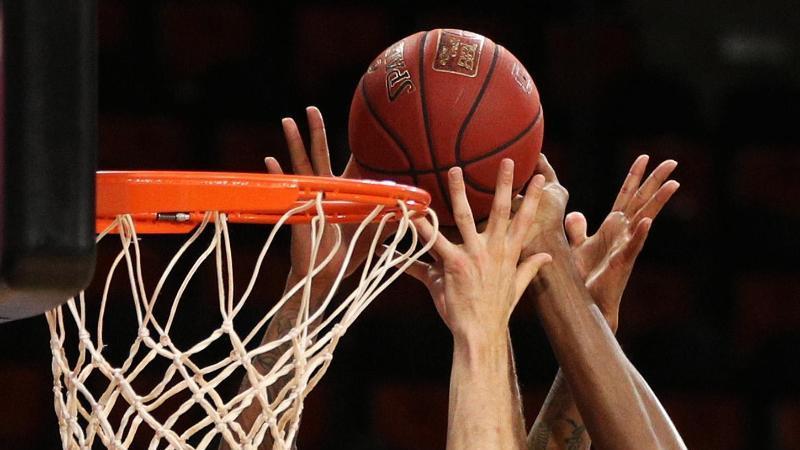 Die Spieler gehen zum Rebound. Foto: Adam Pretty/Getty Images Europe/Pool/dpa/Archiv/Symbolbild