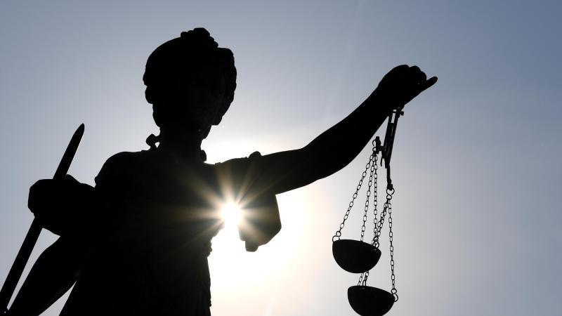 Die Statue der Justitia. Foto: Arne Dedert/dpa/archivbild