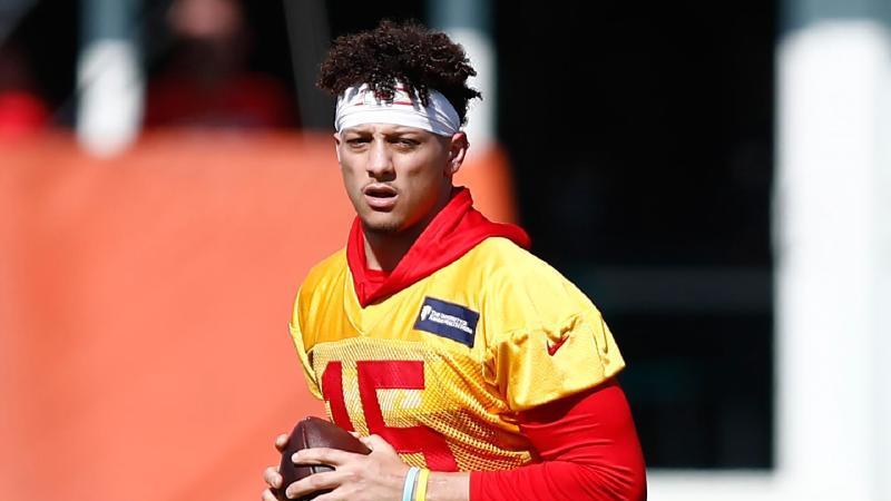 Hat einen Zehnjahresvertrag bei den Kansas City Chiefs erhalten: Quarterback Patrick Mahomes. Foto: Brynn Anderson/AP/dpa