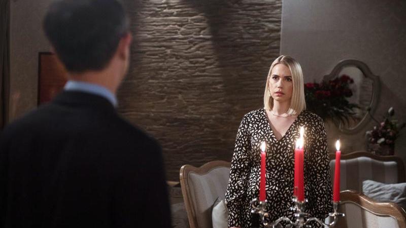 """Eine Szene aus der ARD-Telenovela """"Rote Rosen"""". Foto: Nicole Manthey/ARD/dpa"""