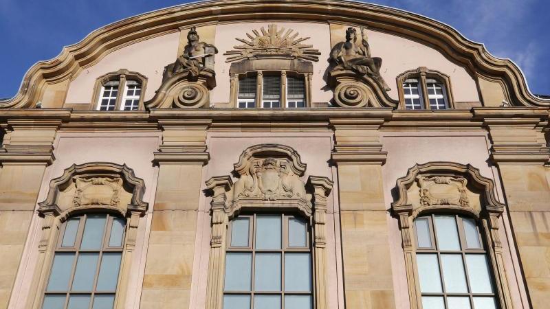 Das Foto zeigt das Amts- und Landgericht. Foto: Roland Weihrauch/dpa