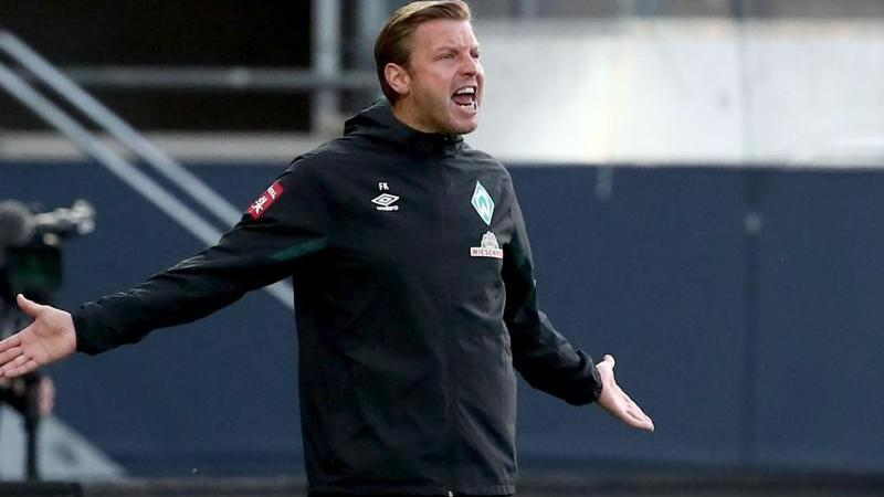 Bremens Trainer Florian Kohfeldt gestikuliert am Spielfeldrand. Foto: Tom Weller/dpa/Archivbild
