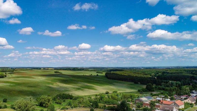 Blick über ein Dorf im Landkreis Uckermark. Foto: Patrick Pleul/dpa-Zentralbild/dpa/Archivbild