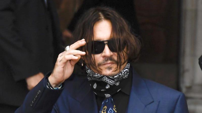 Johnny Depp auf dem Weg ins Londoner Gericht. Foto: Alberto Pezzali/AP/dpa